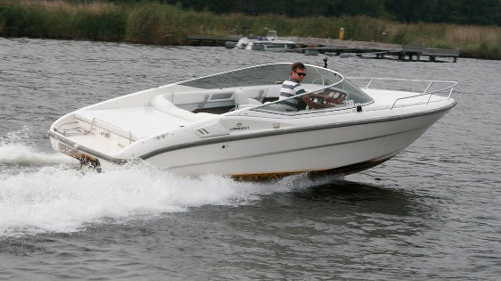 Noleggio barche a motore motoscafi sul lago di garda for Noleggio di cabine per lago