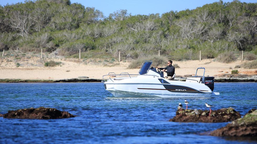 5 motoscafo flyer sun deck 5 5 noleggio lago garda 3 gyc for Noleggio di cabine per lago