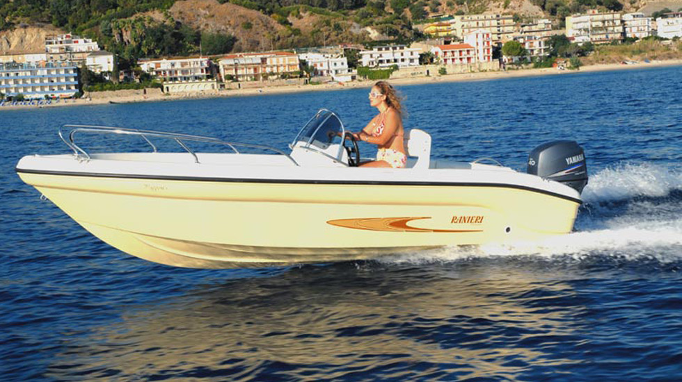 Motorboat for Rent: SHARK | Garda Yachting Charter