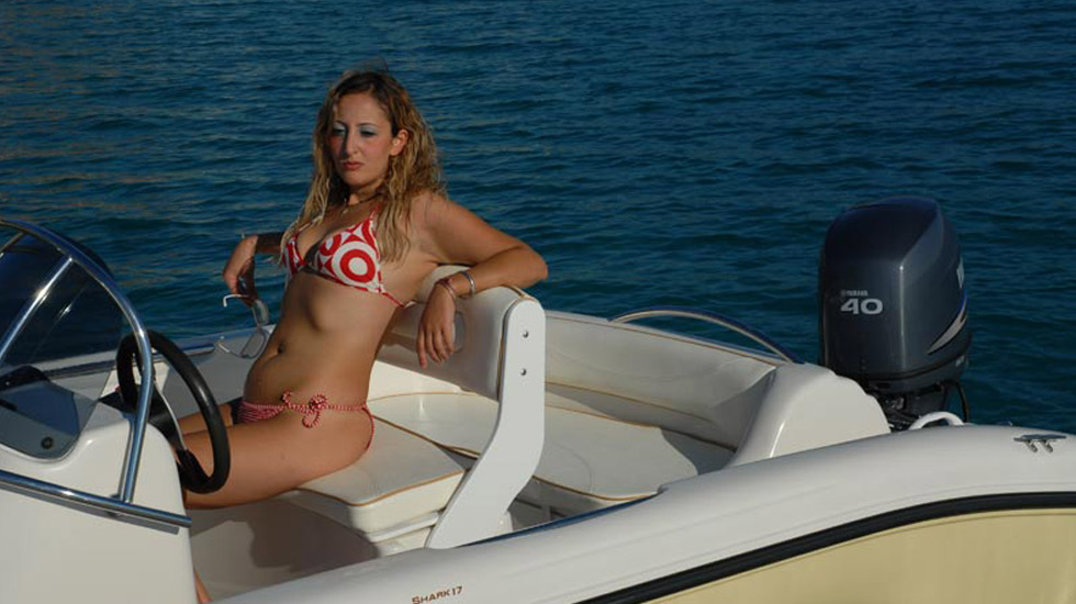 9 motoscafo shark noleggio lago garda 3 gyc garda for Noleggio di cabine per lago